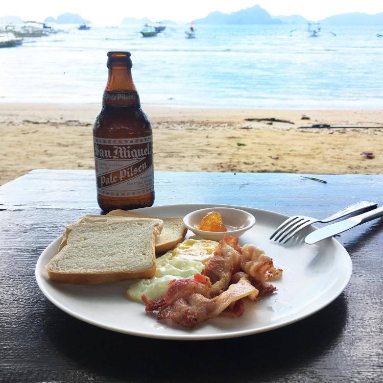 El-Nido-Breakfast-by-the-Beach